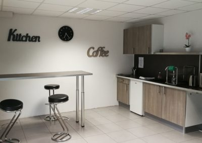 cuisine bar et meuble cuisine 400x284 - Contact