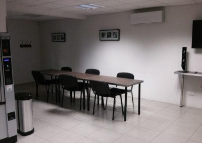 cuisine et machine à café télé 400x284 - Bureaux à Toulouse